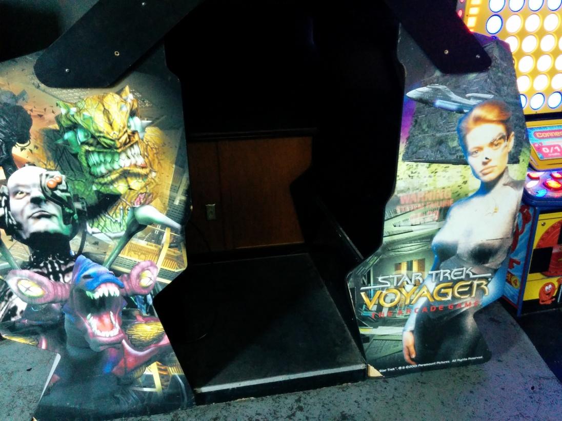 Star Trek Voyager sit-in arcade game