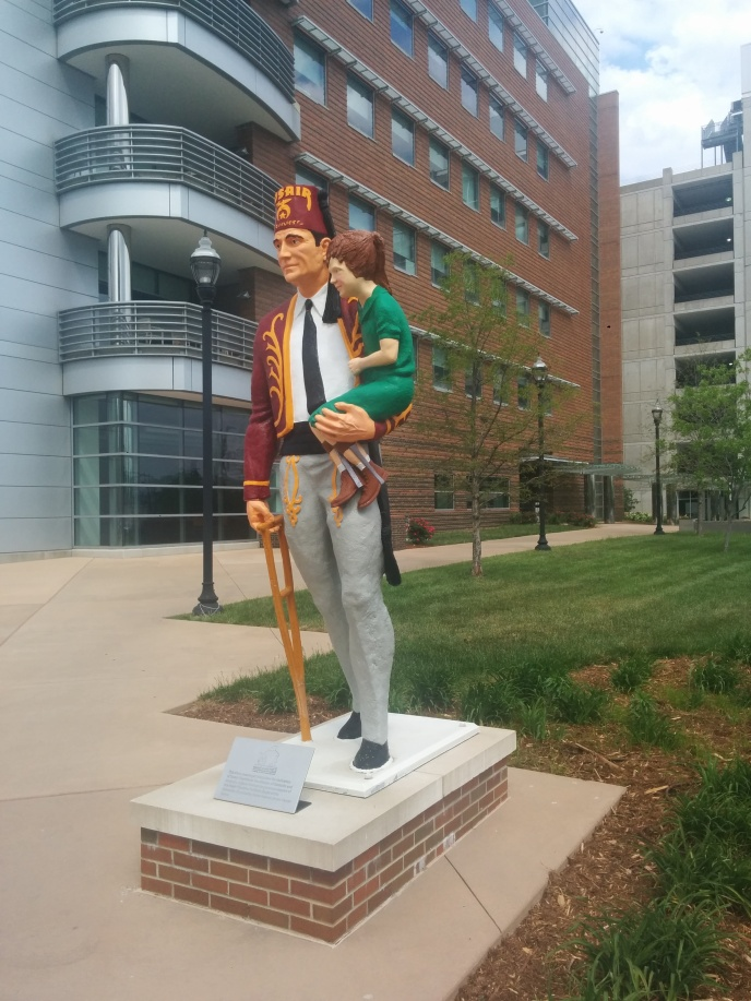 Creepy shriner statue? Definitely a portal.